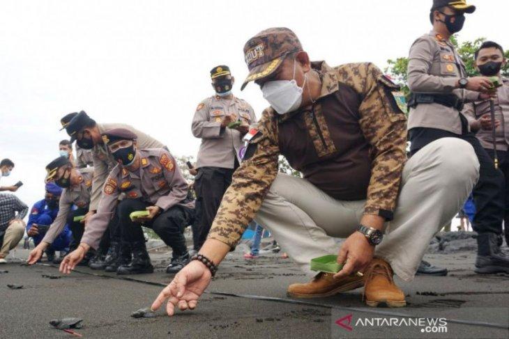 Wabup Klungkung lepas 200 ekor tukik sambut Hari Bhayangkara