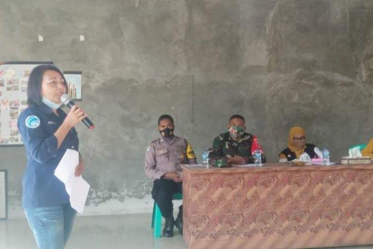 OPD lingkup Pemkot Ambon sosialisasi PPKM ke desa binaan patuhi Prokes
