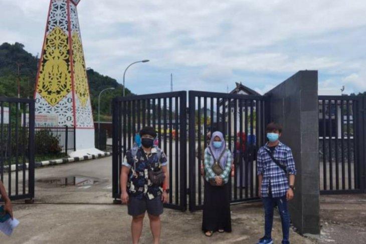 KJRI Kuching bantu pulangkan tiga WNI korban judi online di Malaysia
