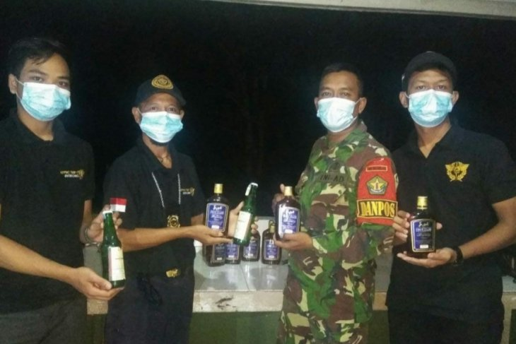 Satgas Pamtas gagalkan penyelundupan puluhan botol miras asal Malaysia