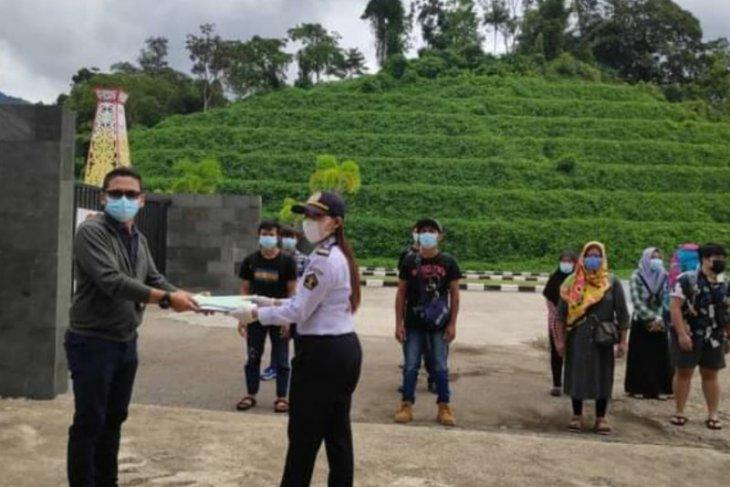 KJRI Kuching membantu pulangkan WNI dari Malaysia karena sakit