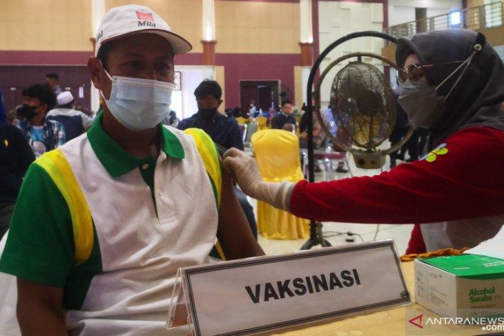 1.060 warga Tapin ikuti vaksinasi COVID-19 jelang HUT Bhayangkara