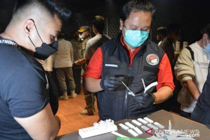 Polda Metro Jaya periksa empat pengunjung positif narkoba di Tipsy Monkey Bar