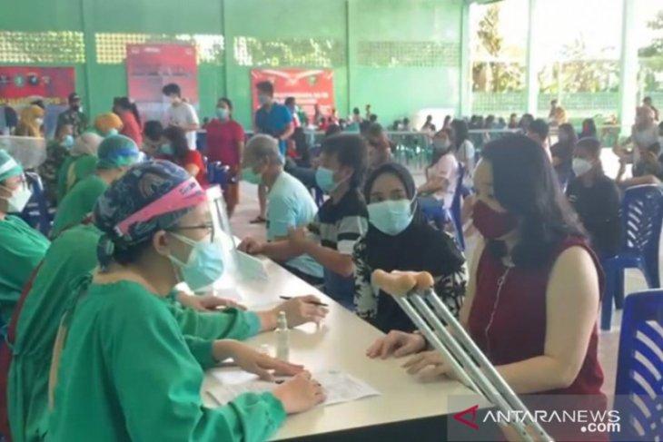 Ribuan warga Ketapang antusias ikuti vaksinasi COVID-19