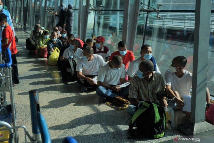 Sebanyak  131 pekerja non prosedural Indonesia dipulangkan dari Malaysia