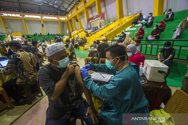 Vaksinasi COVID-19 Massal Di Banjarmasin