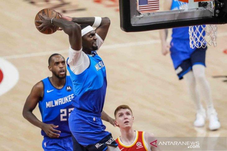 Basket NBA - Khris Middleton bawa Bucks hentikan Hawks untuk rebut gim ketiga
