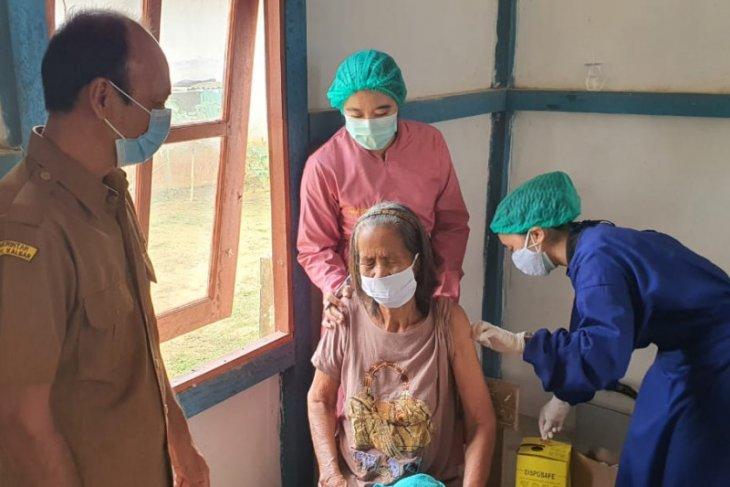 Kades apresiasi lansia warga Menawai antusias ikut vaksinasi