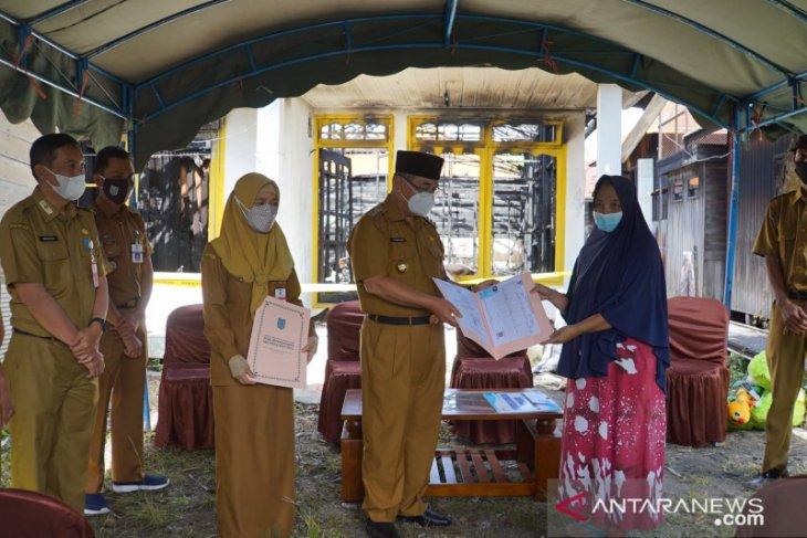 Bupati HSS serahkan bantuan korban kebakaran di Sungai Pinang