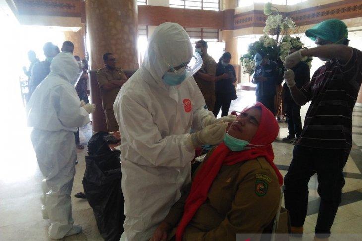 DPRD Maluku lakukan tes usap cegah penyebaran virus corona terapkan Prokes