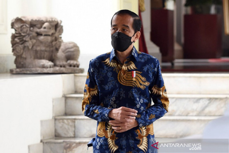 Jokowi calls for calm during emergency restrictions against COVID-19