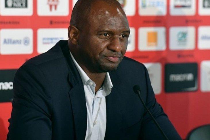 Patrick Vieira dikabarkan jadi pelatih Crystal Palace