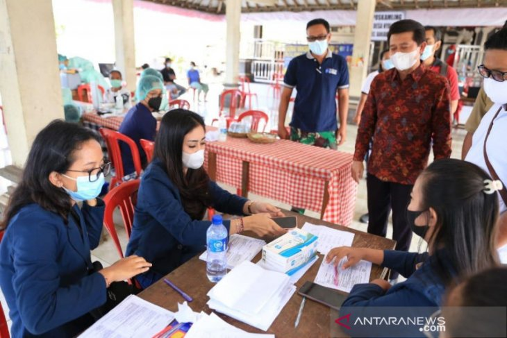 Bupati Klungkung pantau vaksinasi COVID-19 yang stagnan