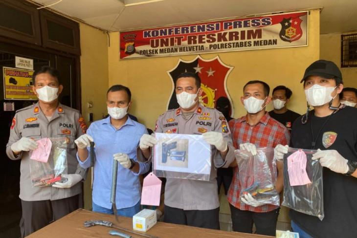 Polisi tangkap tiga pencuri senjata  api anggota Polairud