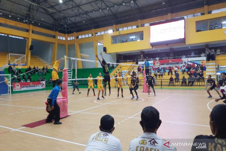 Pilar timnas latihan tanding dengan tim Pra-PON Voli Kalsel