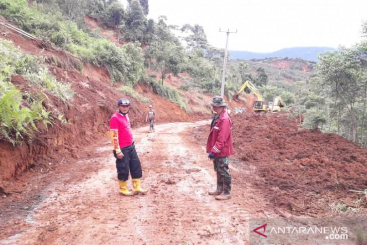 Pemkab Bogor anggarkan Rp53 miliar perbaiki jalan di Cigudeg dan Sukajaya