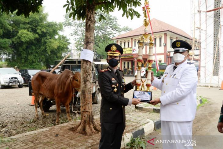 Kapolres Bogor berikan hadiah sapi bagi desa terbaik terapkan PPKM