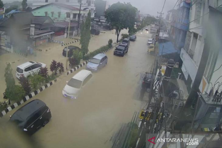 Sejumlah kawasan di Samarinda terendam banjir akibat hujan deras