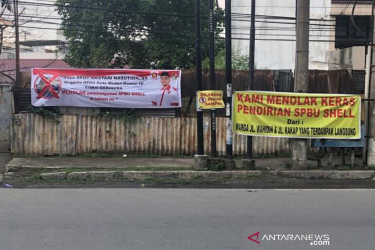 Anggota DPRD Kota Medan pasang spanduk tolak kehadiran SPBU Shell