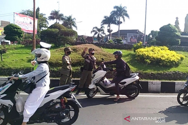 Satgas COVID-19 larang pengendara tak pakai masker masuk kota