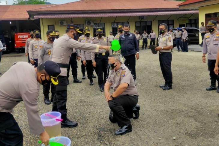 Di HUT Bhayangkara ke 75, enam personel Polres Sibolga Polres Sibolga naik pangkat
