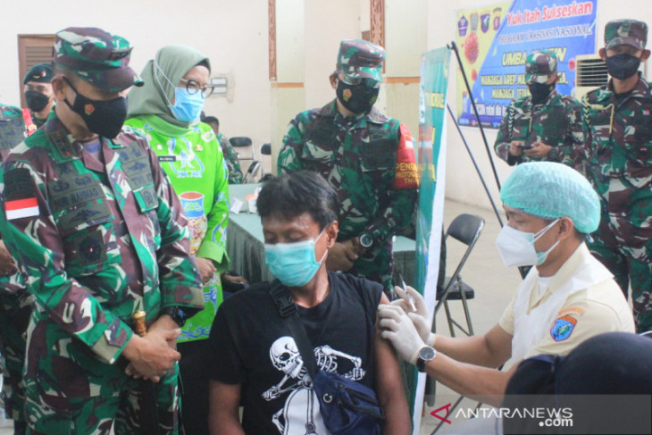 Pangdam XII/Tanjungpura tinjau vaksinasi COVID-19 di Palangka Raya