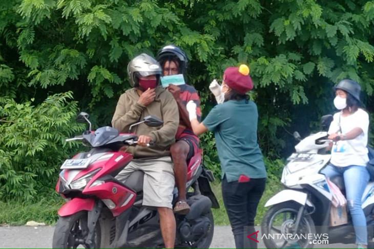 Mahasiswa Saumlaki gelar kampanye bagikan 1.000 masker cegah COVID-19