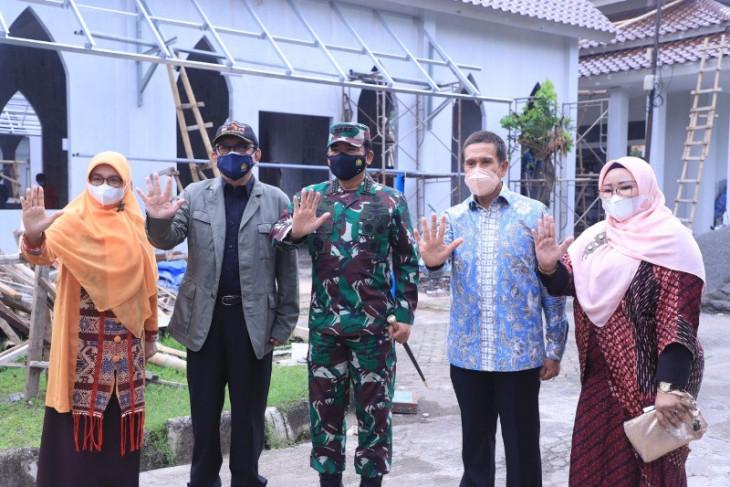 Panglima TNI bersama pimpinan Universitas Pancasila