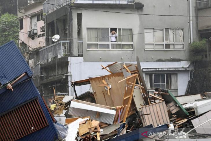 Jepang lanjutkan pencarian 20 orang hilang usai tanah longsor