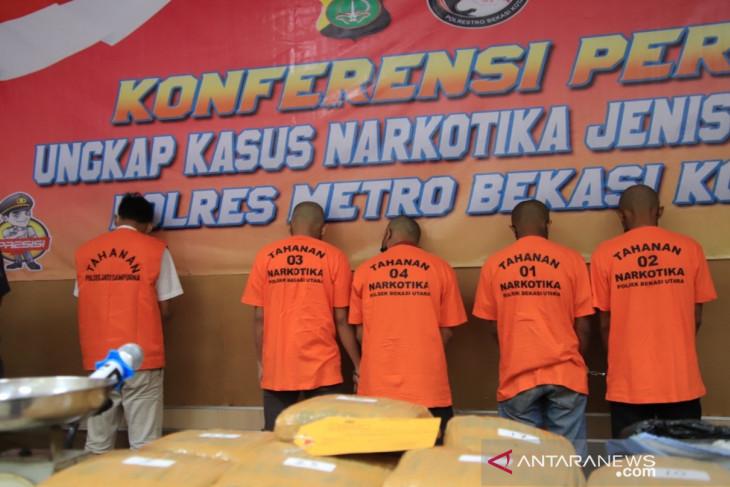 Polisi Metro Bekasi ringkus bandar narkoba modus buang ke tong sampah
