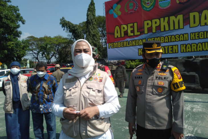 Bupati Karawang berkeliling umumkan langsung PPKM Darurat kepada masyarakat