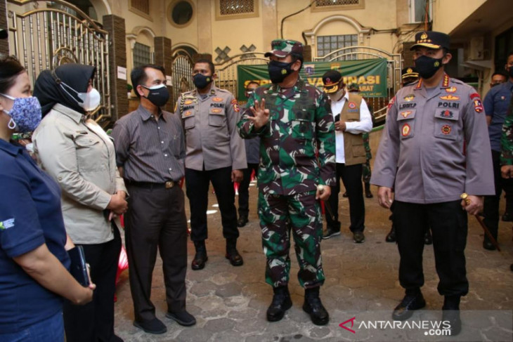 Panglima TNI puji tenaga kesehatan kesatria negara melawan COVID-19