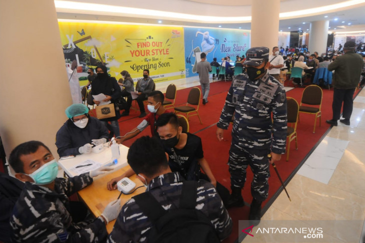 TNI suntik seribu pengunjung Duta Mall Banjarmasin