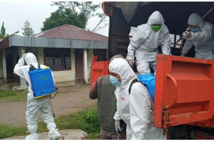 Dusun Lancang beresiko tinggi, Satgas Lakukan Penyemprotan Desinfektan Serta Pengawasan Yang Ketat