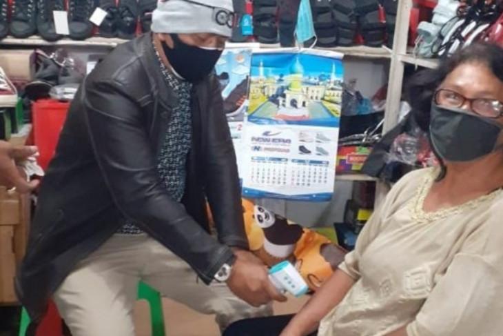 Cegah penyebaran COVID-19, PD Pasar Sidikalang cek suhu pedagang