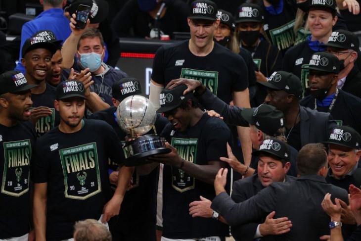Basket NBA, Singkirkan Hawks, Bucks tantang Phoenix Suns pada Final NBA