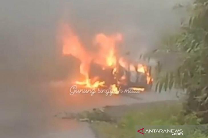 Polisi selidiki mobil terbakar di hutan lindung
