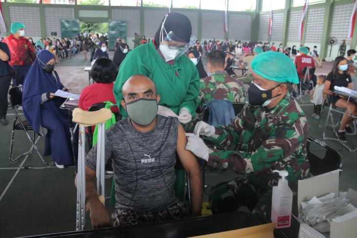Kesdam IX/Udayana vaksinasi ribuan anak usia 12-17 tahun