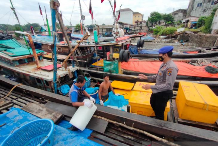 Polisi awasi aktivitas bongkar muat di Pelabuhan Mentok tingkatkan produktivitas warga