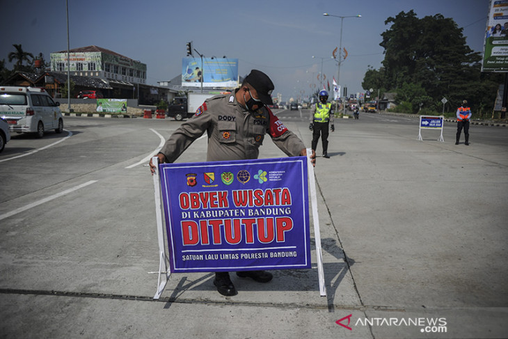 Penyekatan kendaraan di gerbang keluar tol Soreang