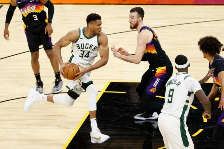 NBA, Bucks dan Suns berebut tahta NBA