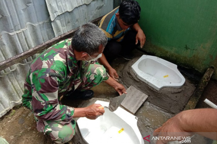 Satgas TMMD Kodim 0212 bangun tempat wudhu dan WC