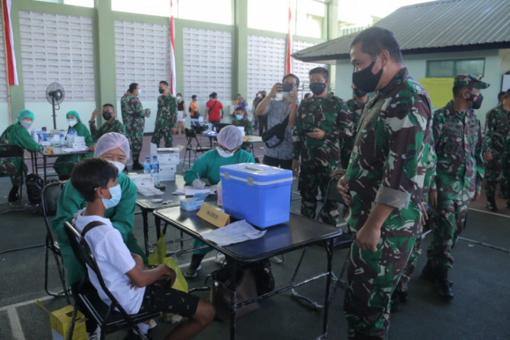Remaja 12-17 tahun di Denpasar ikuti vaksinasi COVID-19 oleh Kodam Udayana