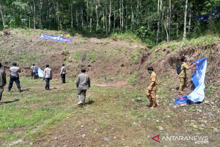 Satgas COVID-19 Sukabumi bubarkan turnamen sepak bola di Buniwangi