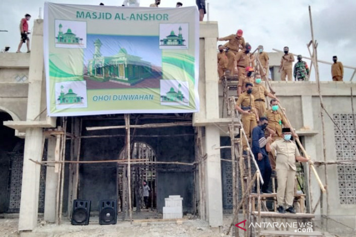 Bupati Thaher pimpin penutupan atap Masjid Al-Anshor Dunwahan singgung progres pembangunan masjid Pemda