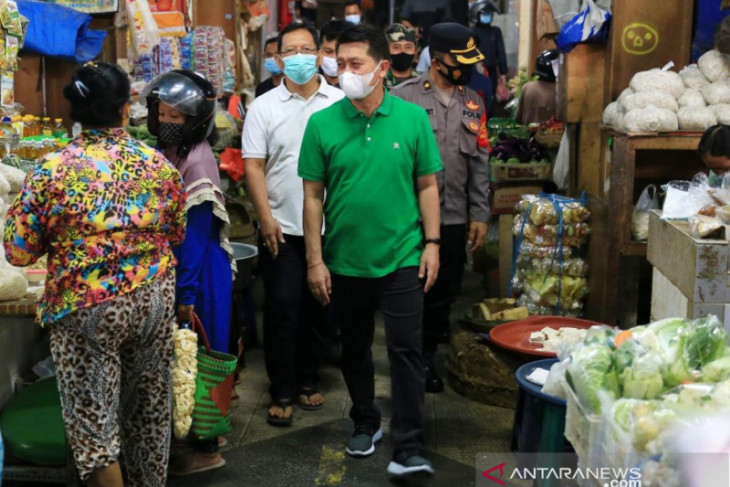 Bupati Klungkung pantau pelaksanaan PPKM Darurat di Pasar Galiran