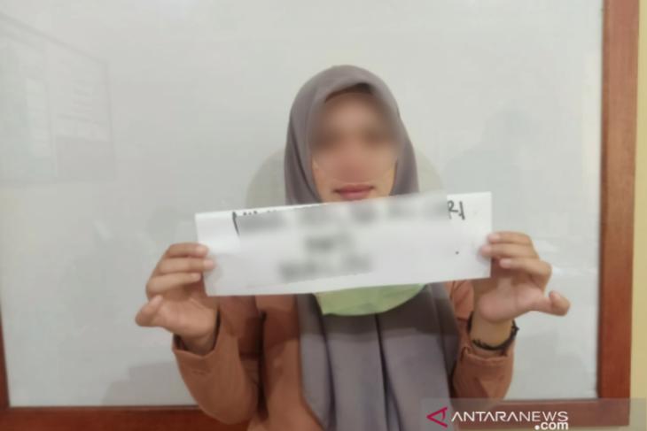 Polisi tangkap perempuan yang diduga edarkan sabu-sabu di Kendari