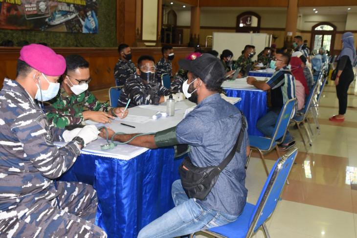 Hari kedua serbuan vaksin TNI AL di Kodiklatal pesertanya membeludak