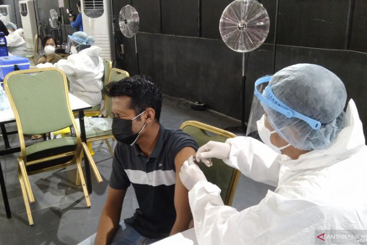 DKI siapkan 300 sentra vaksinasi untuk warga usia di  atas 12 tahun