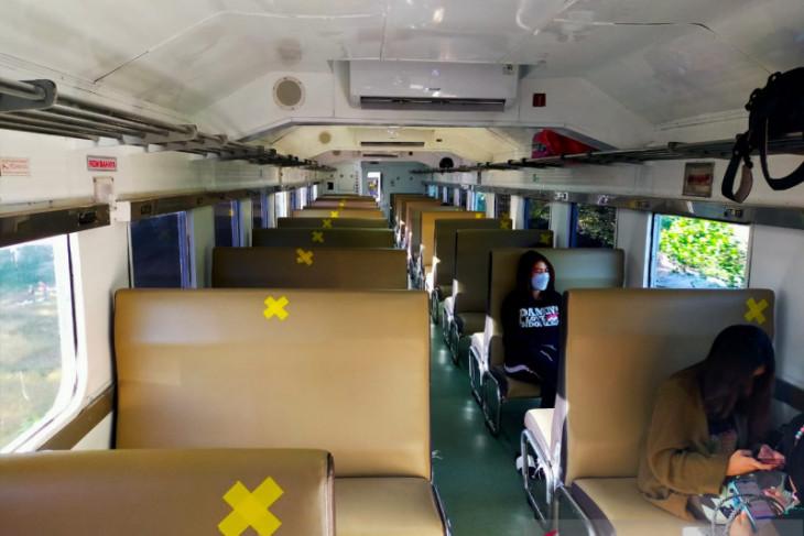 Penumpang kereta di Stasiun Jember sepi saat diberlakukan PPKM darurat